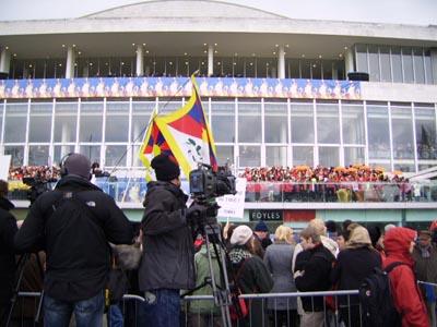 Cameraman derrière manifestations